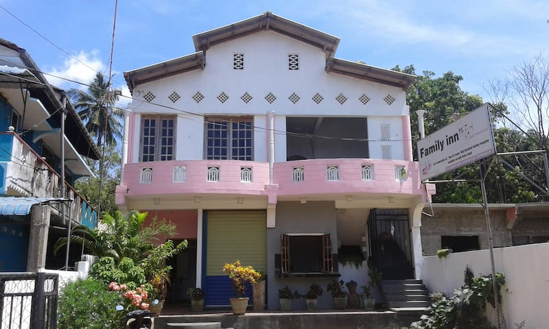 Family Inn Double AC Room with Free Bike Hire - Trincomalee - Haus