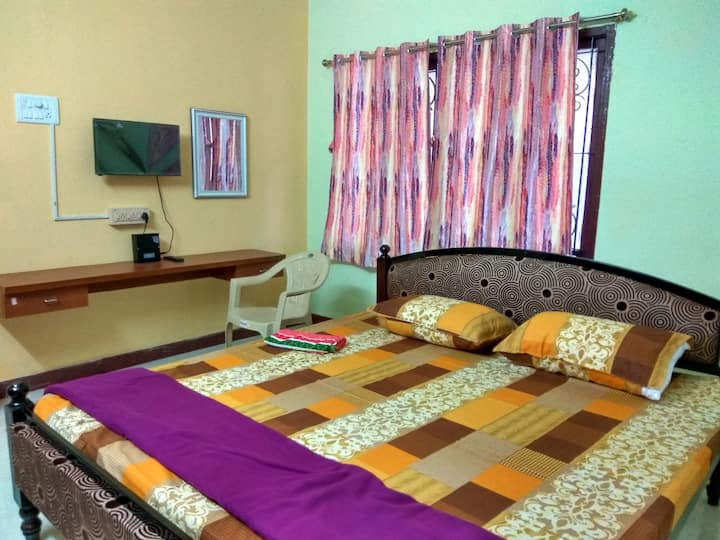 STAY NEAR PONDY BAZAAR T. NAGAR  CHENNAI ROOM2