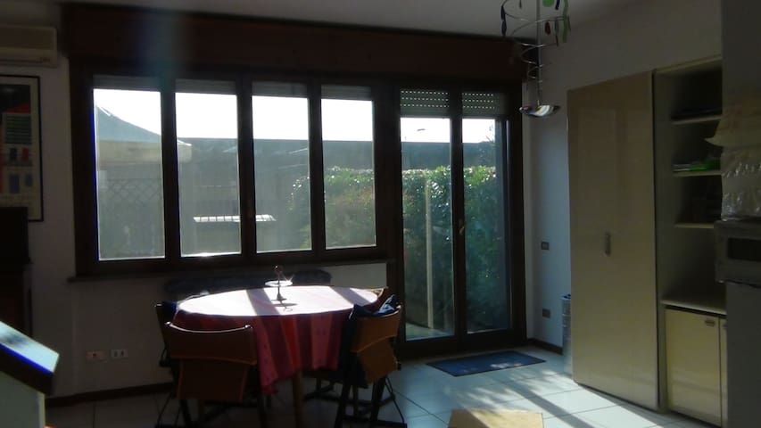 Very close to Milano Rho Fiera, Villa w/ garage - Arese