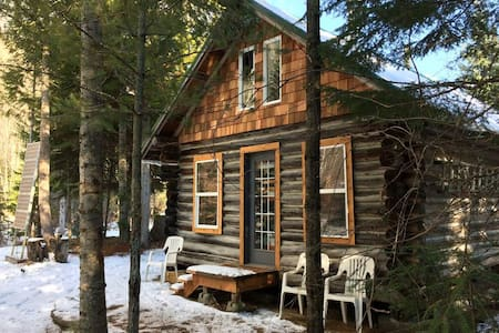 Keystone Cabin - Rustic Comfort in the Kootenays