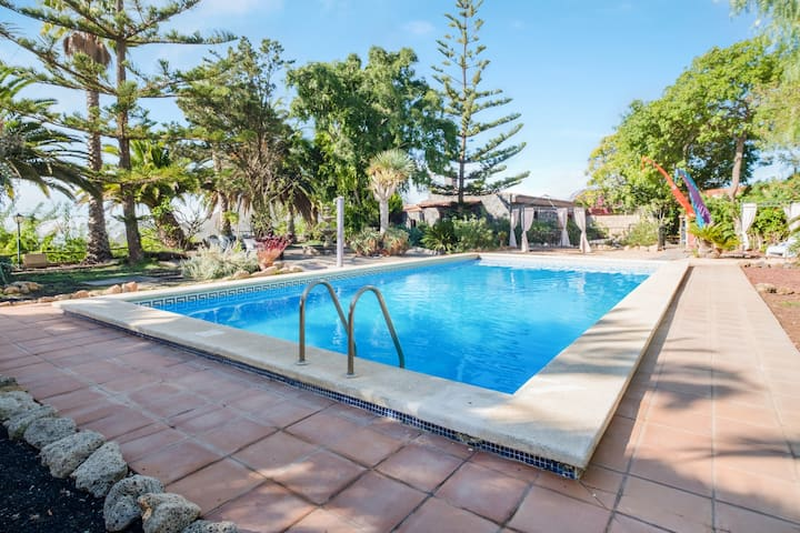 Spacious Finca el Rincón with Mountain View, Wi-Fi, Terraces & Pool; Parking Available, Pets Allow