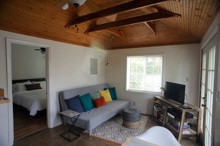 Quiet and stylish guesthouse in central Olympia