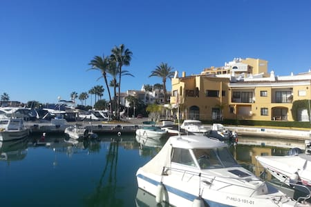 Puerto Cabopino pool-side apartment - Marbella - Leilighet