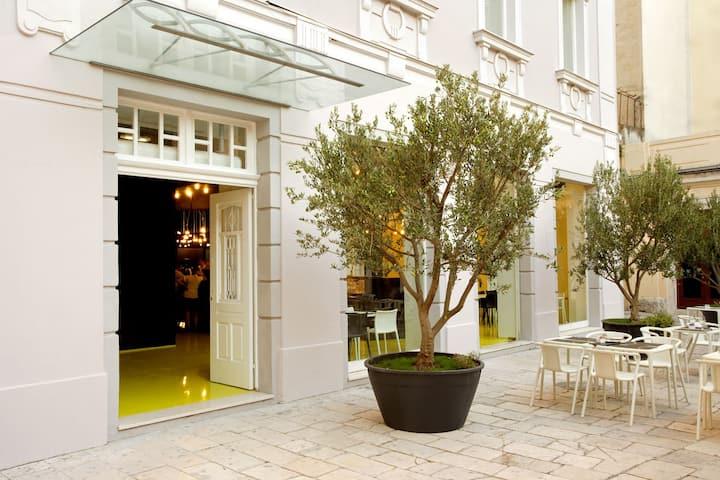 Hostel Golly & Bossy Premium Suite