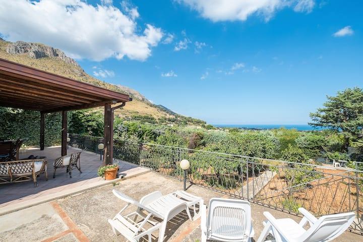 Wonderful Villa noemi with seaview - 8 pax