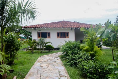 Pedasi New 2 Bedroom 2 Bath House Close to Beach! - Ház