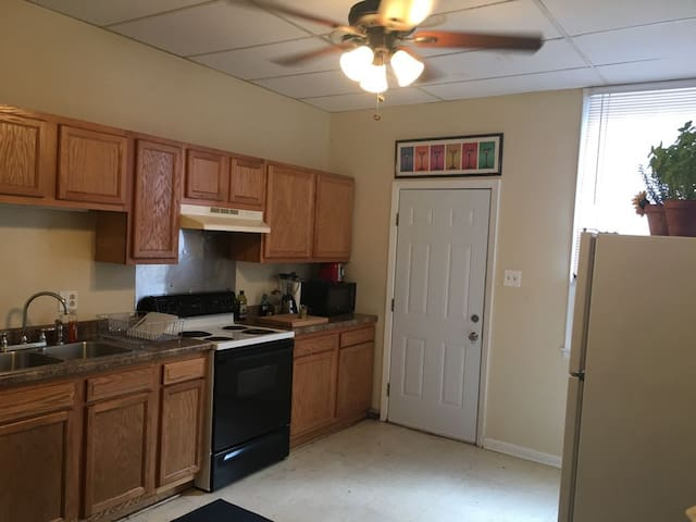 Lots of space, Beautiful location, Parade route!!