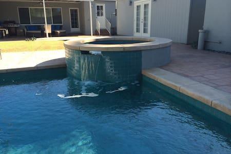 Beautiful Modern Home w/ Pool/Spa! - Los Angeles - Casa