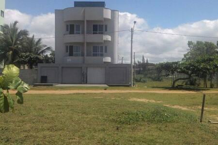 Apartamentos com Vista para a Praia e sossegado