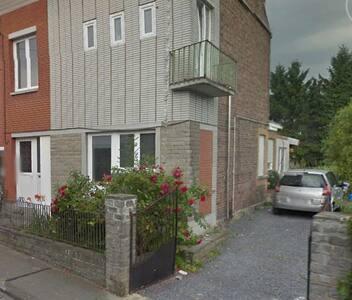 Petit appartement dans les combles, à Cuesmes - Apartment