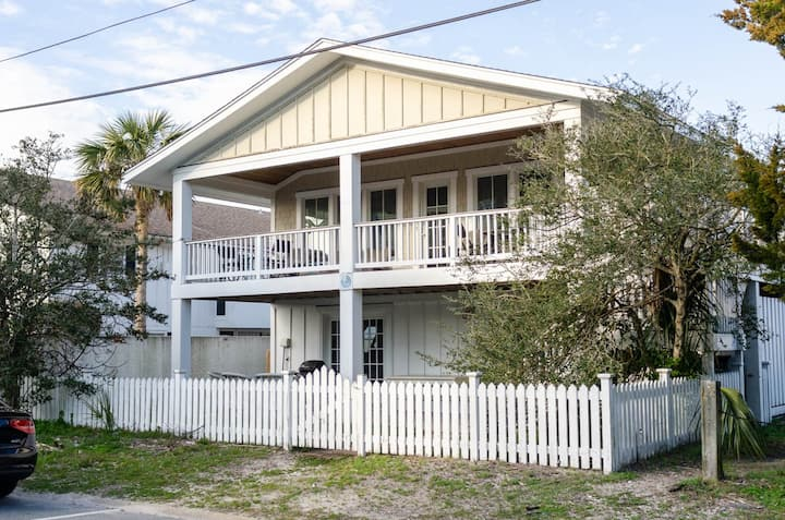 Prowell-Delightful single family home just one lot back from soundfront water