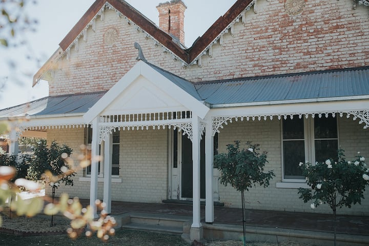 'Dubuque Bed & Breakfast' - Whole Property
