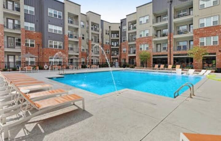 Nashville Retreat- Free Parking  + Amazing Pool