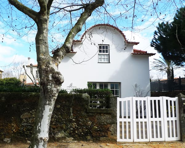 Charming Chalet near the beach, Oporto