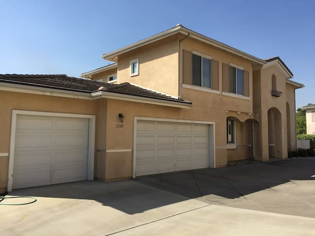 Great location & quiet neighborhood - El Monte - Casa