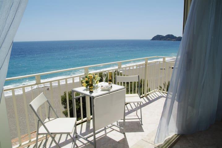 Appartamento fronte mare, due passi dalla spiaggia - Mazzeo - Apartamento
