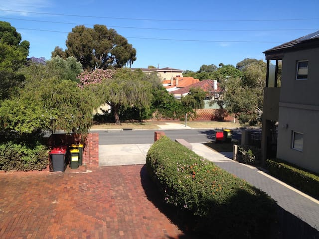 Comfortable Townhouse next to UWA and Swan River - Crawley - Dom