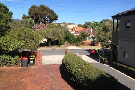 Comfortable Townhouse next to UWA and Swan River - Crawley