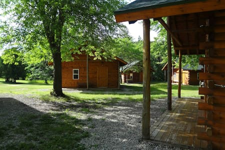 8 beautiful 12-person log cabins, great for groups - Wild Rose