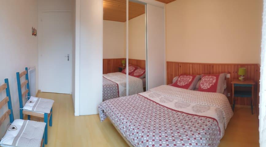 Chambre N°1   lit 140/190