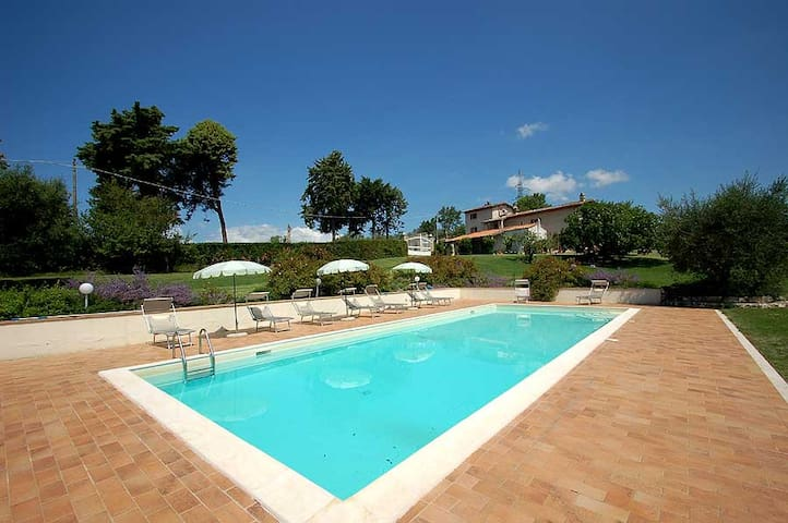 Detached villa with private pool 80 km from Rome