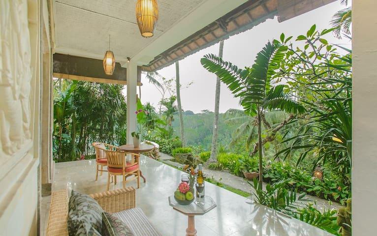 The Paradise Suite at Sayan Terrace.
