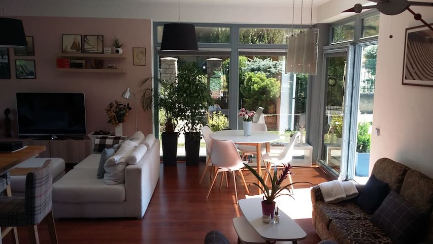 Modern charm 190m2 vila, near to Airport and City