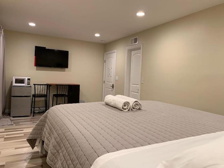 *Huge Private Room near Honda Center / Disney