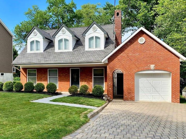Comfort private suburban apto adjacent to house