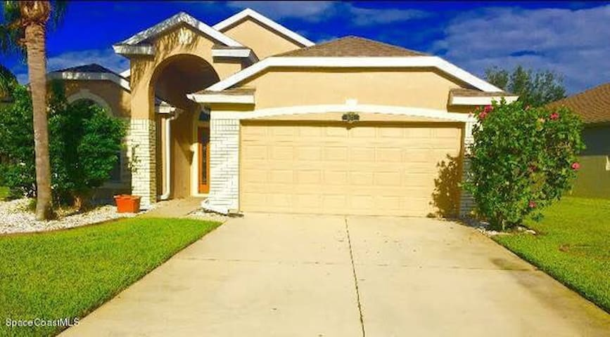 Private Room in Nice Viera Home - Rockledge - Talo