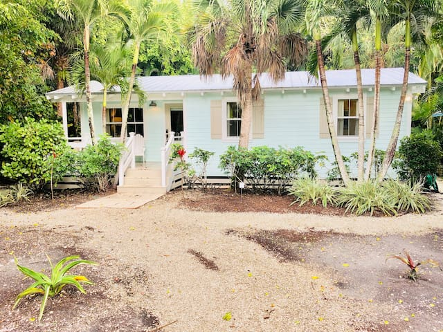 Beautiful Beach Bungalow on Sunny Sanibel Island