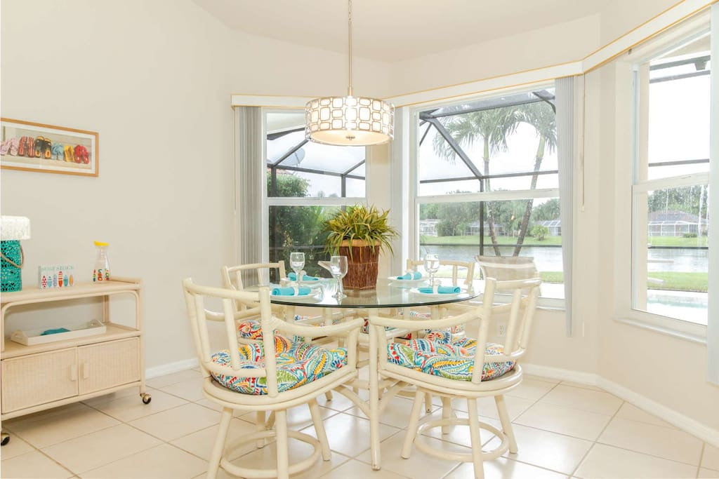 Enjoy meals w/family & friends in this coastal inspired, sun drenched breakfast area with breathtaking pool and lake views.