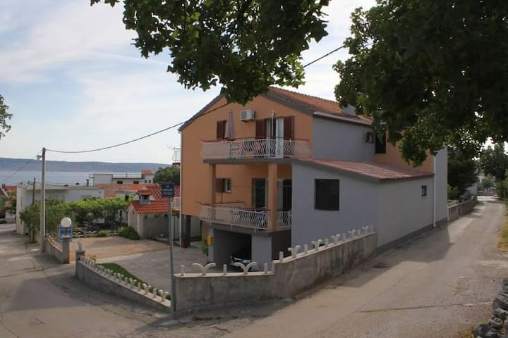 Room with balcony and sea view Starigrad, Paklenica (S-6594-a) - Starigrad - Andre