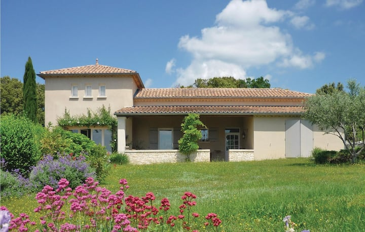 Beautiful home in Orgnac l'Aven with WiFi and 2 Bedrooms