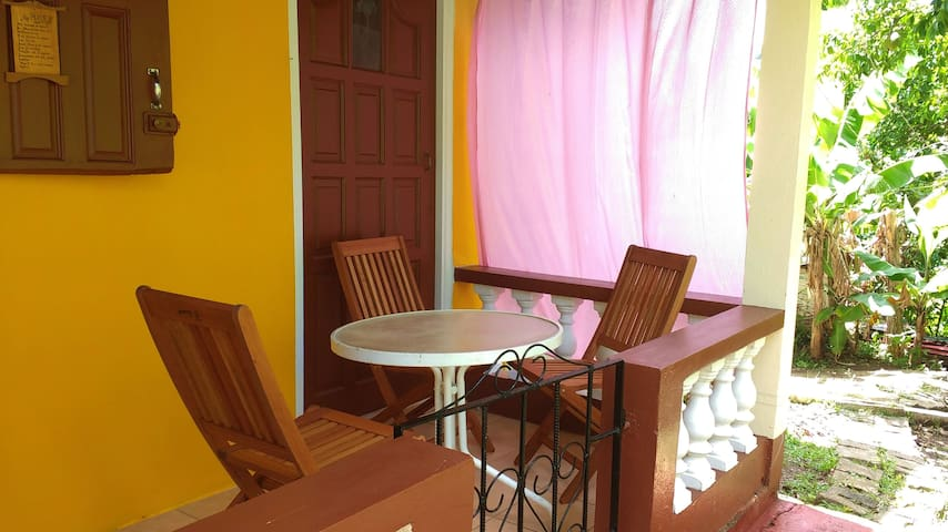 Sunny Yellow - Live Like A Local - 2 bedroom