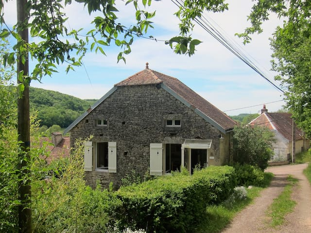 A pretty, rural cottage