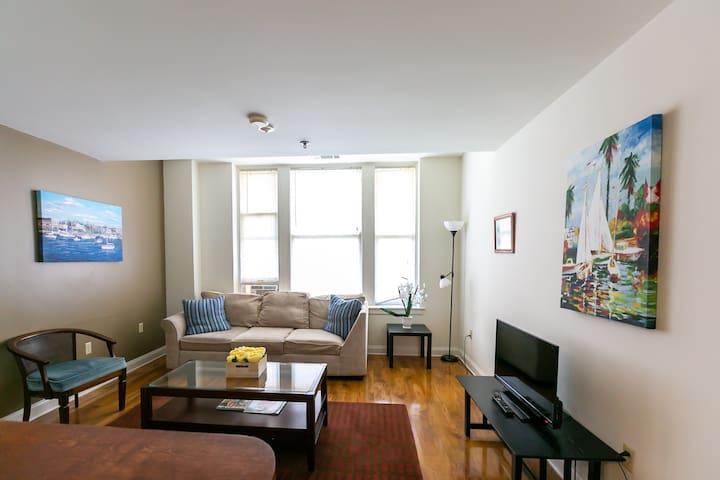 Corner Apartment - Court Square Park View