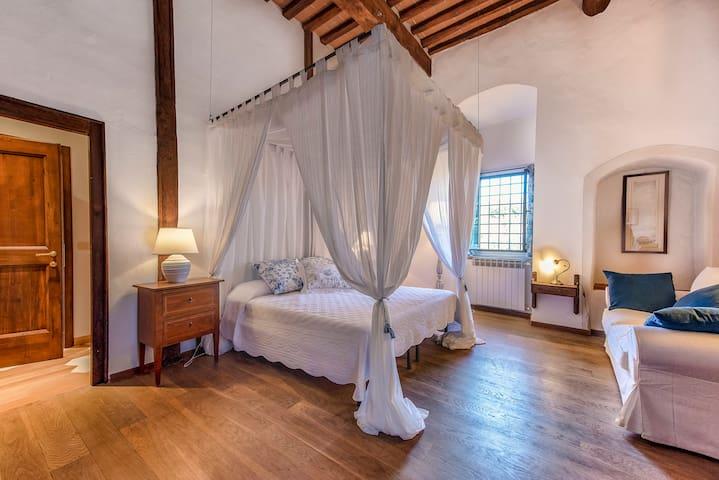 """B&B Torre di Badia-Room 3 """"il Ghirlandaio"""""""