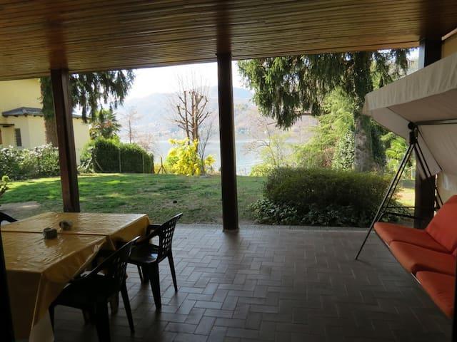 Villa Marinella private access to the lake