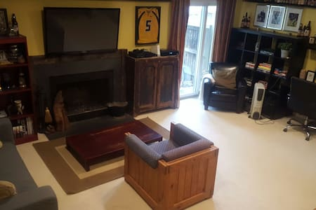 Finished basement with parking; 30min from DC - 維也納