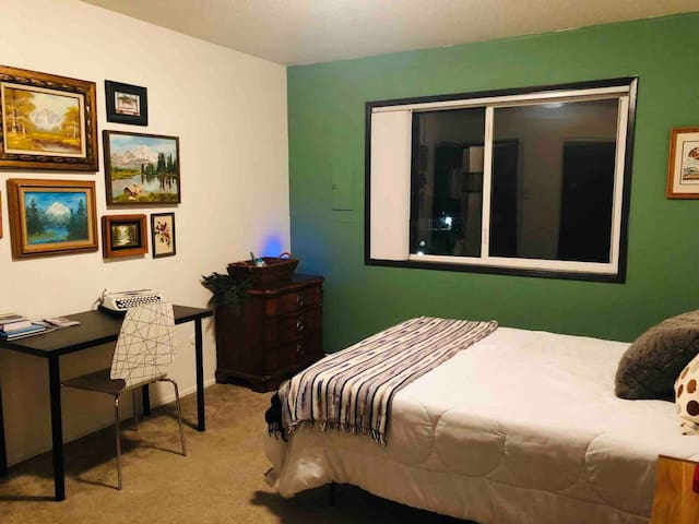 420 Forest Room: Convenient & Inclusive