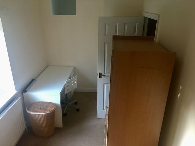 Relaxing Room Oasis W/T DESK Near TOWN CENTRE