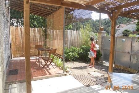 T2 sympa avec jardin et pergolas - Marseille