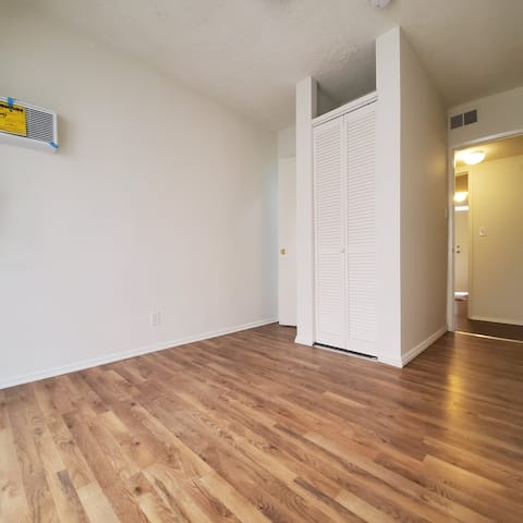 Sawtelle Neighborhood Private Room in a 4BR Apt