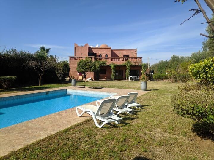 villa avec piscine privée sans vis à vis 2500 m2