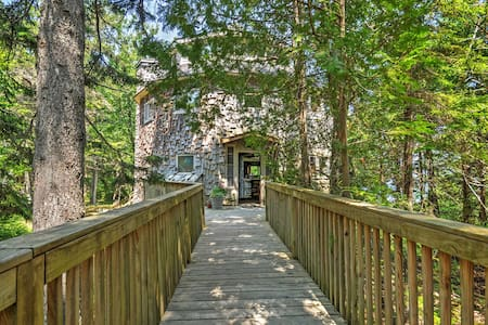 Dragonwood Castle - 3BR Maine Home - Gouldsboro