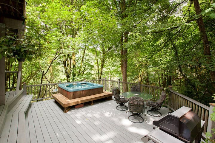 The TreeHouse Too Attached 2 Bedroom Flat