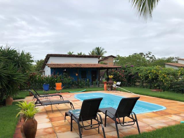 Alugo Casa com piscina por temporada no Prado-BA