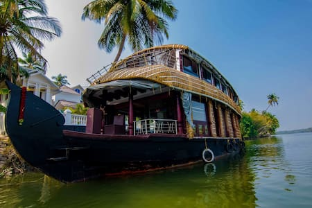 The Kochi Star Houseboat -Chettuva Backwaters - Chettuva - Boat