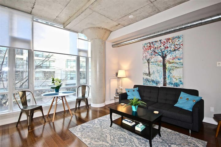 Stunning Suite in Toronto Entertainment District!